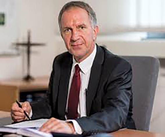 Standing Ovations für langjährigen Schulleiter: Manfred Sieburg verabschiedet sich